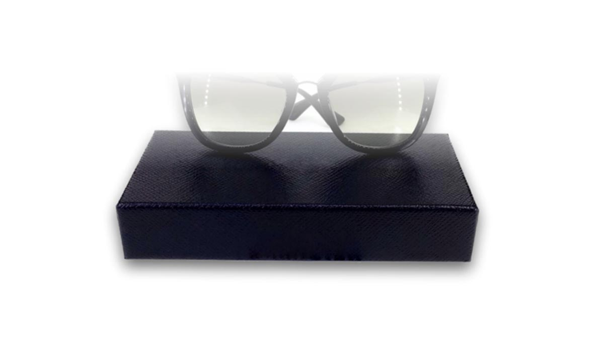 Manufacturing eyewear boxes
